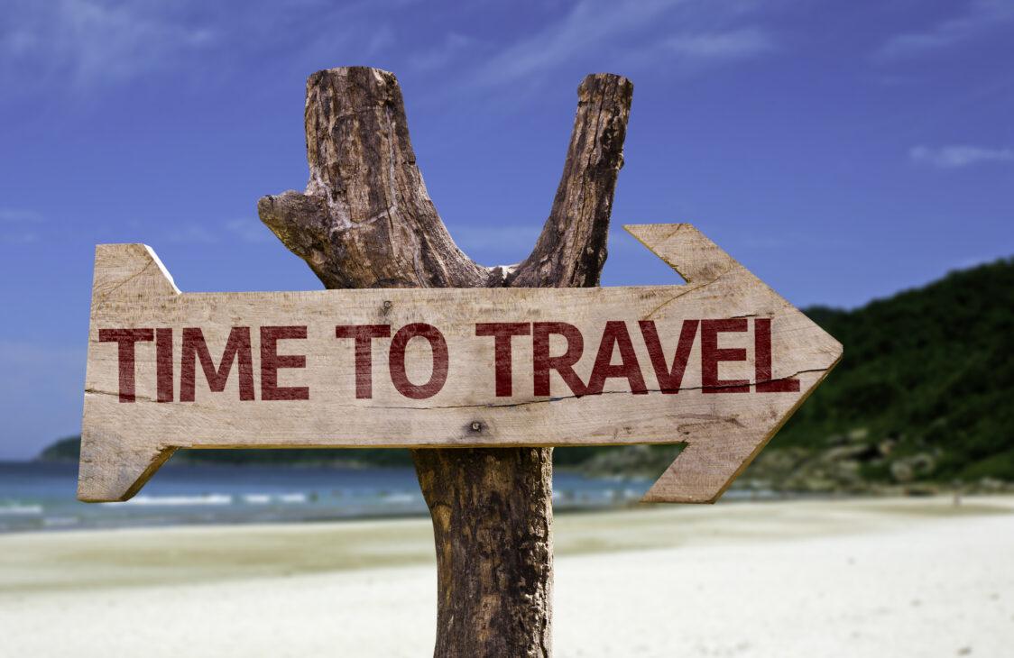 Schild mit Aufschrift Time to Travel / Zeit zu Reisen